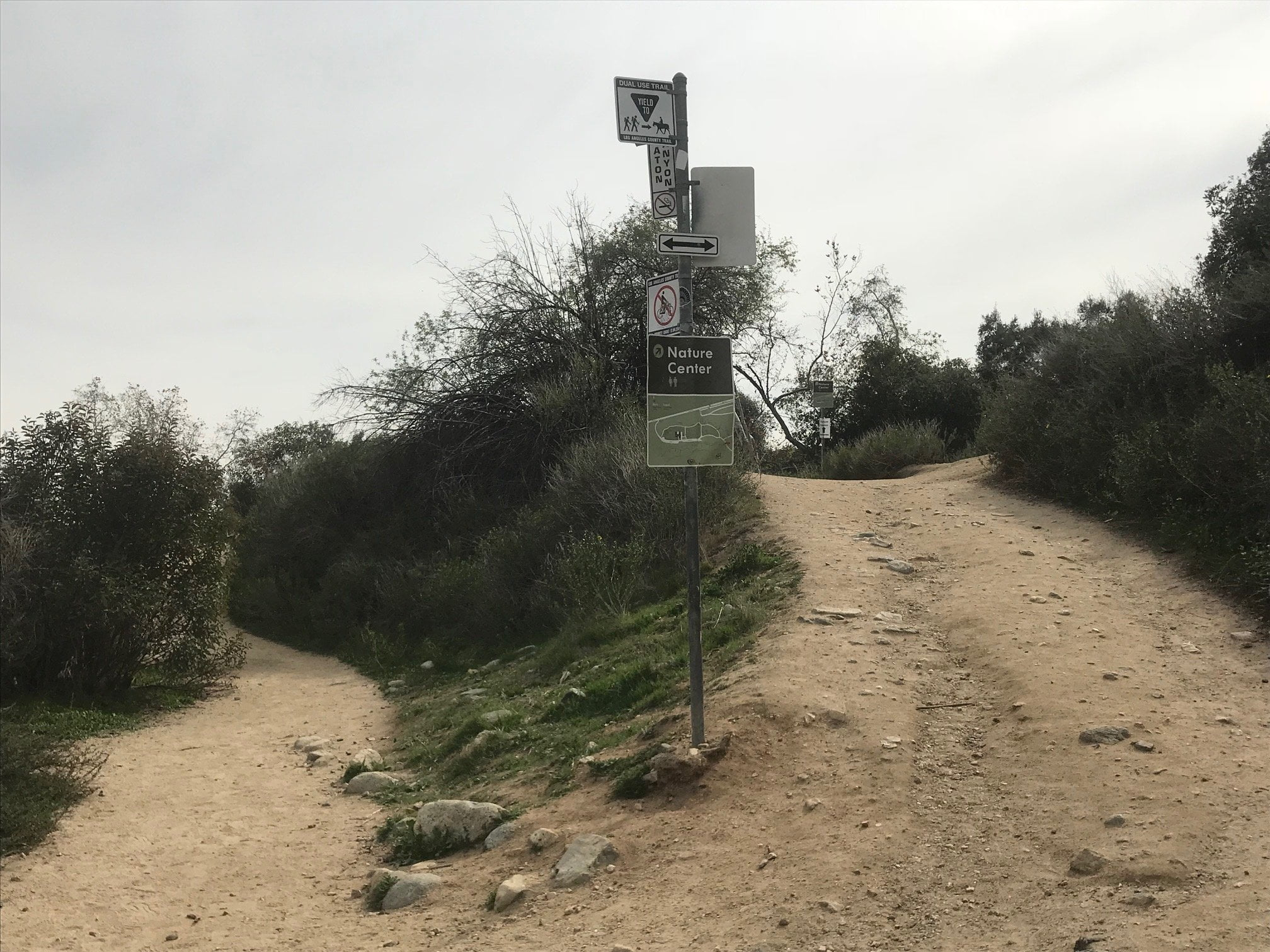 eaton canyon nature center trail