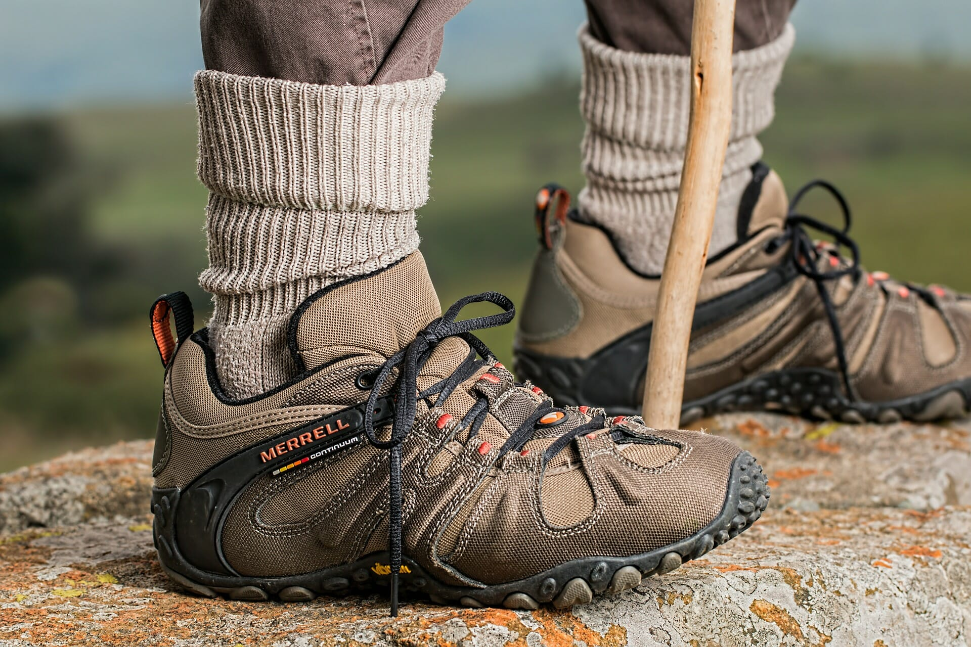 Mid-Size hiking shoes