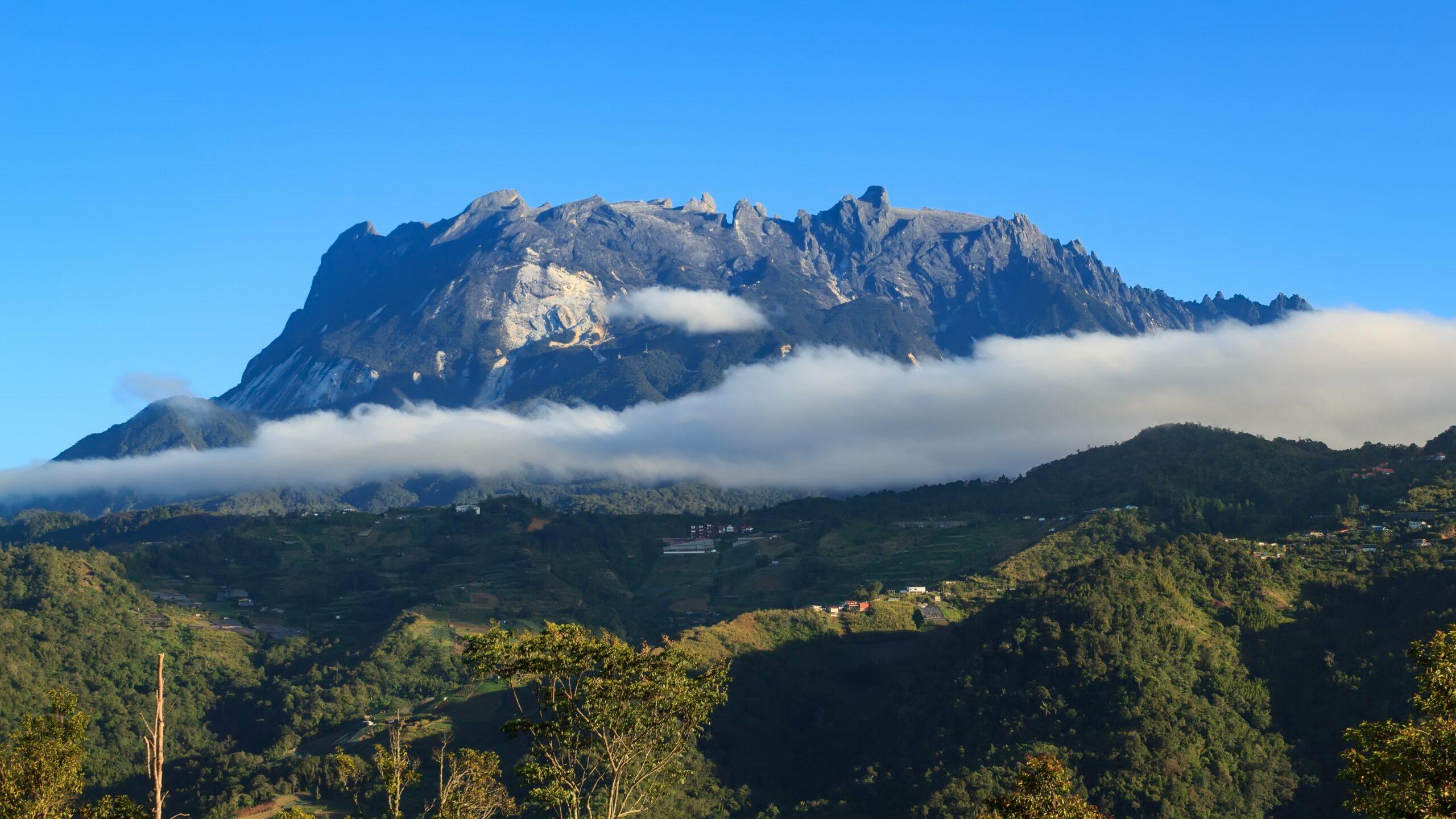 Amazing Mount Kinabalu of Sabah, Borneo / Majestic view of Mount Kinabalu
